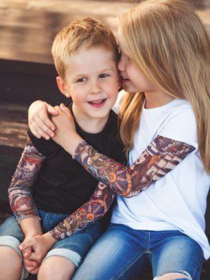 Белая футболка с тату рукавами SAM PHILLIPS PIRATE (детская)